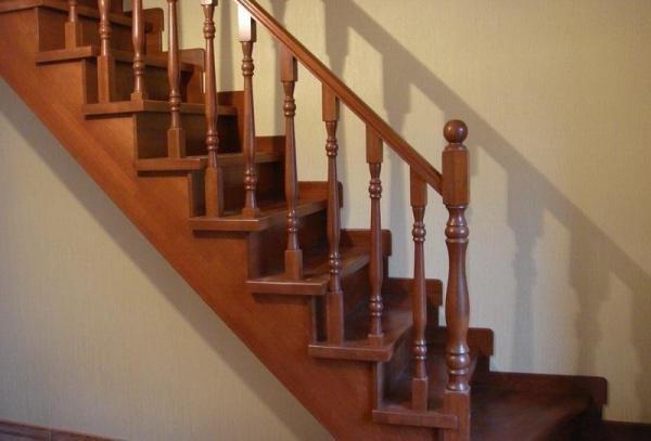 Картинки по запросу Деревянная лестница на косоурах