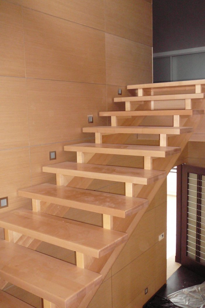 Лестница простая из дерева