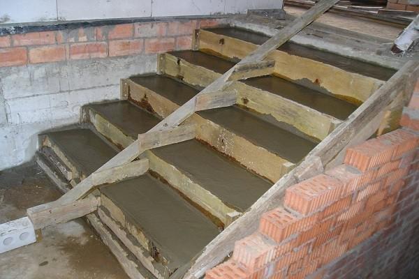 Ступеньки в погреб из бетона