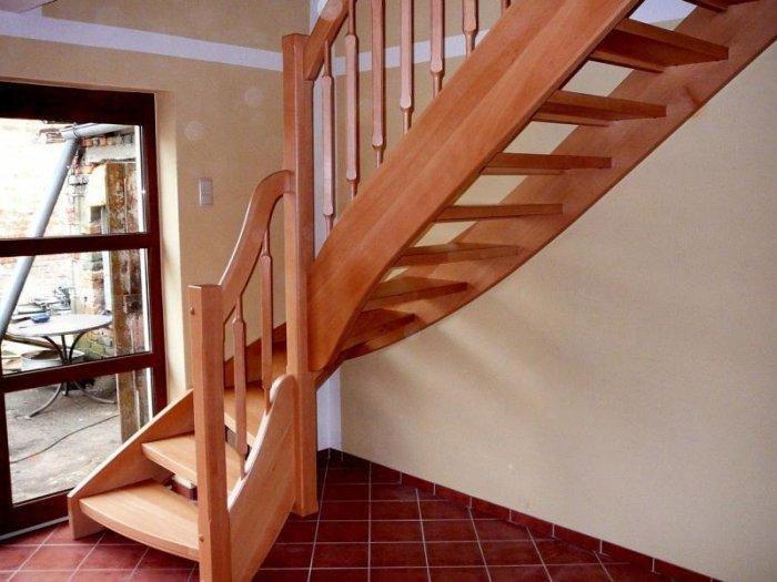 Как сделать лестницу на второй этаж когда мало места
